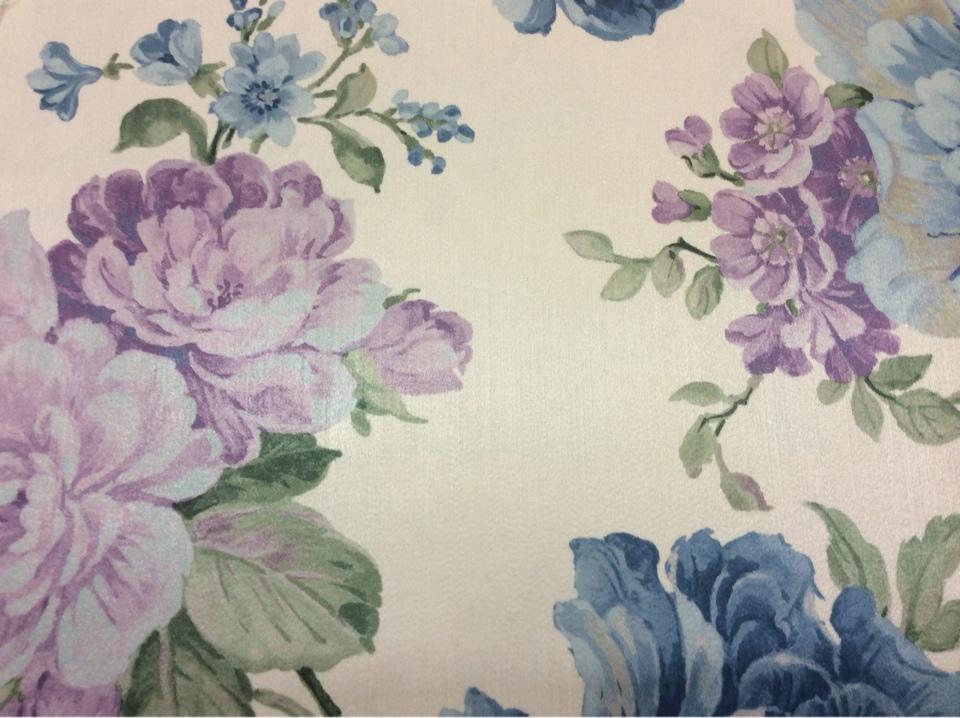 Купить портьерную ткань оптом и в розницу в интернет-магазине Москвы Michel, col 52. Турция, портьерная ткань для штор. На светлом фоне цветы голубого, сиреневого оттенков