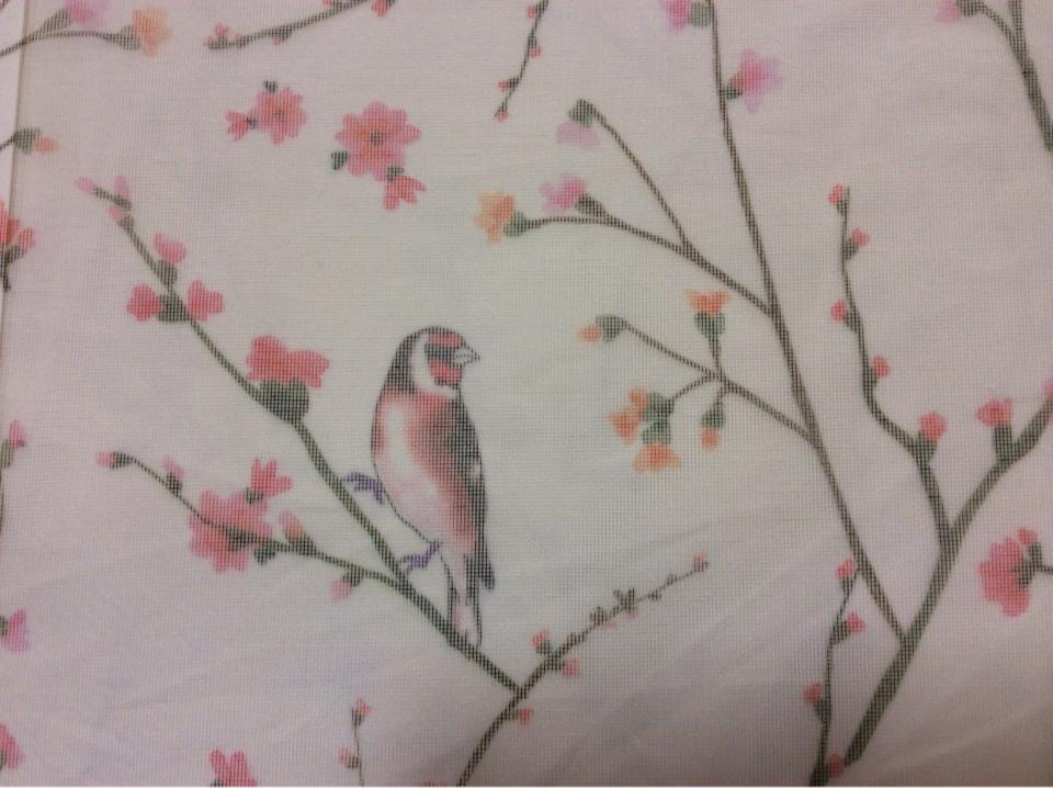 Тонкая тюлевая ткань, сетка в Москве Bruno suit, col V1. Турция, портьерная ткань для штор. На прозрачном фоне разноцветные птицы