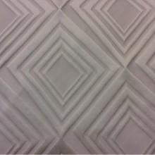 Портьерная ткань в современном стиле с эффектом 3D Арт: 2549/11. Итальянский каталог ткани. Асимметричные ромбы молочно-ванильного оттенка