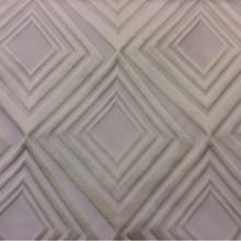 Портьерная ткань в современном стиле с эффектом 3D Арт: 2549/12. Итальянский каталог ткани. Асимметричные ромбы в ванильно-кремовых оттенках