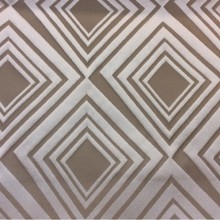 Портьерная ткань в современном стиле с эффектом 3D в интернет-магазине Арт: 2549/17. Итальянский каталог ткани. Асимметричные ромбы в светлых и тёмно-бежевых оттенках