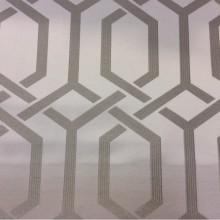 Ткань 2017 года купить Арт: 2528/61. Италия, каталог в стиле арт-деко, минимализм, хай-тек, хай-энд. Геометрический рисунок в светло-серых и серебристых оттенках