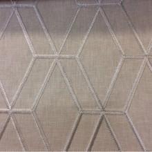 Ткань с хлопковой нитью и геометрическим рисунком Hedge, col Linen. Бельгийский каталог портьерной ткани для штор на заказ. Ромбовидные линии в бежевых оттенках