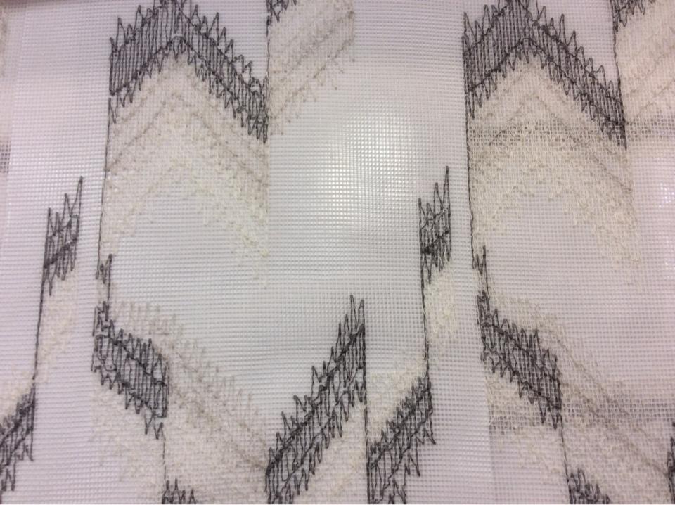 Купить ткань сетку в Москве Арт: 2602/61. Германия, каталог в стиле арт-деко, модерн, лофт в бело-серых оттенках