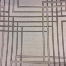 Купить жаккардовую портьерную ткань светло-серого цвета с тёмно-серым геометрическим рисунком, Top Mancy, col 160, Бельгийский каталог портьерной ткани.