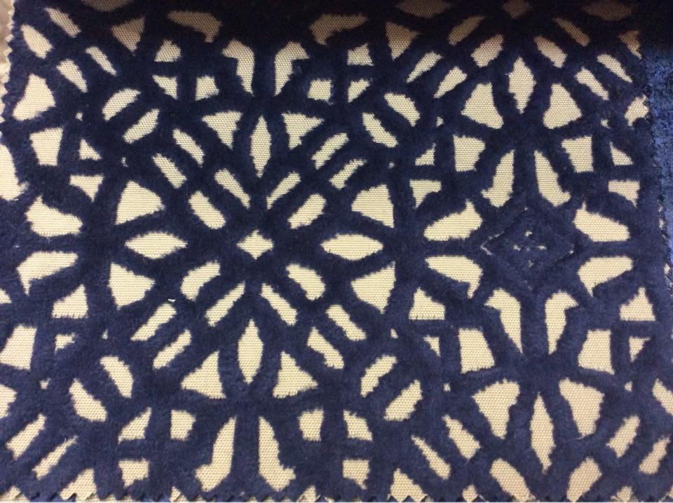 Купить бархат с набивкой на хлопковой основе,на бежевом фоне стилизованные узоры тёмно-синего цвета,  2558/70, Итальянский каталог ткани для штор на заказ.
