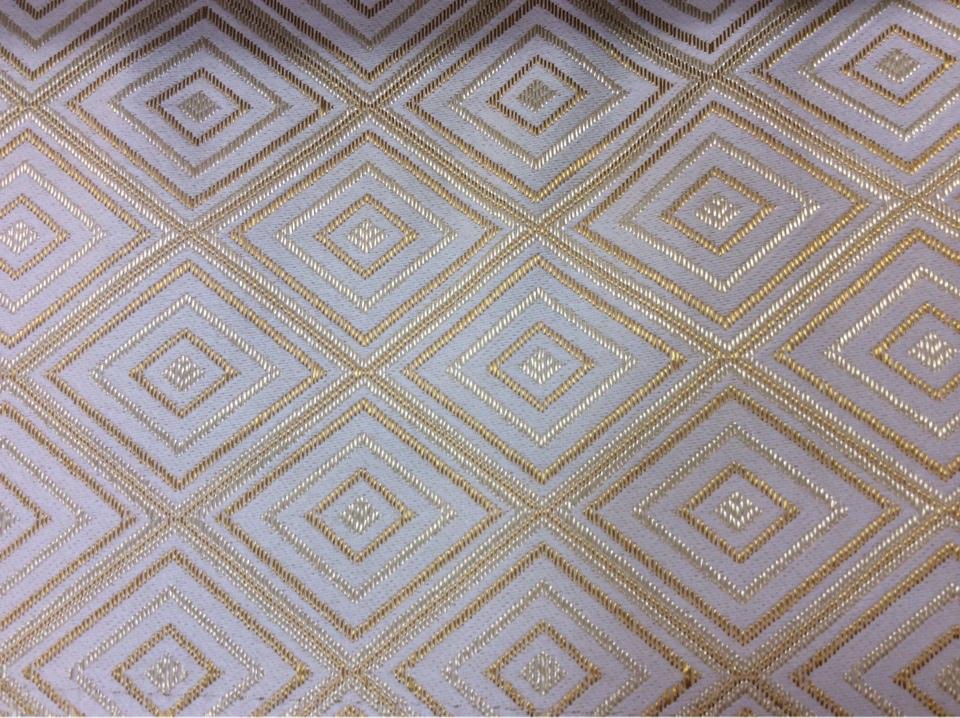 Заказать атласную плотную ткань с геометрическим рисунком, Ромбы (5см) в кремово-золотистых оттенках, Высота 3 метра, 2384/15, Французский каталог портьерной ткани для штор.