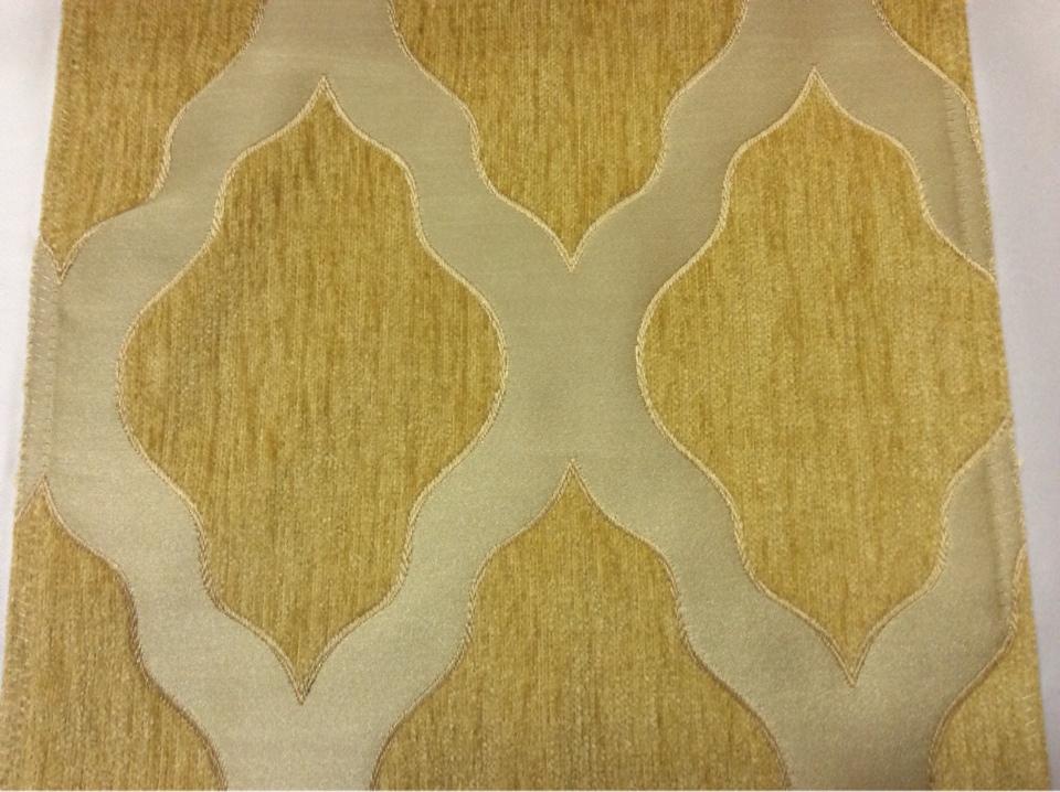 Купить атласную ткань с набивкой из шенилла, На золотистом фоне ромбовидные фигуры цвета шафран, Высота 3,0, Morocco, col 16, Итальянский каталог ткани для пошива штор на заказ.