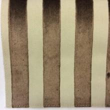 Купить натуральную ткань с бархатной набивкой в Москве, На светлом фоне вертикальные полоски шоколадного оттенка, Ширина 1,40, Bosco, col 42, Итальянский каталог ткани.