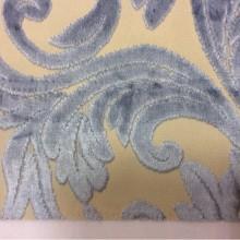 Натуральная ткань с бархатной набивкой и растительным орнаментом на заказ в интернет-магазине Москвы, На светлом фоне ветви и листья тёмно-голубого оттенка, Ширина 1,40, Bosco, col 23, Италия.