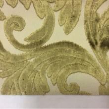 Натуральная ткань с бархатной набивкой и растительным орнаментом, На светлом фоне ветви и листья оливкового оттенка, Ширина 1,40, Bosco, col 47, Италия.