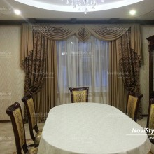 Классические шторы в гостиную с ламбрекеном