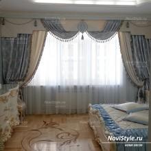 Шторы в спальню сочетание жесткого ламбрекена со свагами