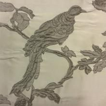 Итальянская ткань для штор Botticelli 30. Италия, портьерная, стиль барокко. На светлом фоне серая птица