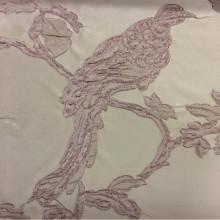Дорогая ткань в стиле барокко Botticelli 23. Европа, Италия, портьерная. На кремовом фоне розовато-сиреневая птица
