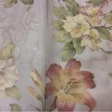 Красивая органза для штор из Турции Zambak Suit 70. На бледно-сиреневом фоне лилии в стиле прованс