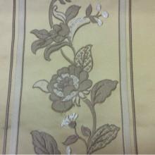 Вышивка из вискозы и атласа Isernia, цвет Silver. Европа, Бельгия, портьерная ткань. На золотом фоне бежевые цветы