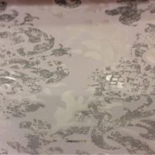 Ткань из вискозы и полиэстера с принтом «под старину» Ornella 26. Италия, Европа, прозрачный тюль для штор. На светлом фоне серебристый принт «под старину» с люрексом