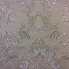 Красивая жаккардовая ткань с рельефным орнаментом Efesos, col 12. Европа, Италия, портьерная. На бежевом фоне серебристо-бежевые «дамаски»