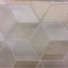 Купить ткань с геометрическим рисунком в ванильно-кремовых оттенках с эффектом 3D Арт: 2544/11. Ширина, высота 3,05 метра. Итальянский каталог ткани