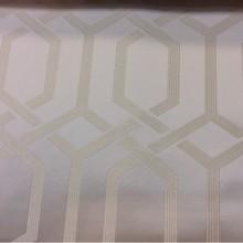 Купить ткань из атласа 2017 года Арт: 2528/11. Каталог итальянской ткани для штор в стиле арт-деко, минимализм, хай-тек, хай-энд. Геометрический рисунок в светло-кремовых оттенках