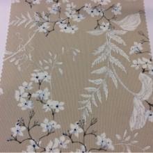Купить портьерную плотную ткань из хлопка с растительным орнаментом, На бежевом фоне мелкие белые с синим цветы, Высота 2, 80, Super Adele Coord Donana, col Azul, Испанский каталог ткани для штор.