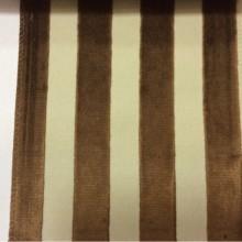 Натуральная ткань с бархатной набивкой на заказ в интернет-магазине Москвы, На светлом фоне вертикальные полосы коричневого оттенка, Ширина 1,40, Bosco, col 10, Итальянский каталог ткани для пошива штор.