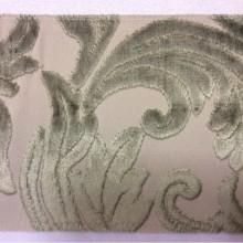 Купить натуральную ткань с бархатной набивкой и растительным орнаментом в Москве, На светлом фоне ветви и листья зелёного оттенка, Ширина 1,40, Bosco, col 19, Итальянский каталог элитной ткани для пошива дорогих штор на заказ.