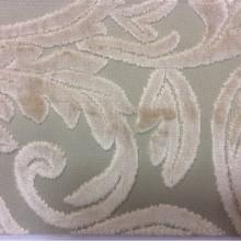 Купить натуральную элитную ткань с бархатной набивкой и растительным орнаментом, На светлом фоне ветви и листья оттенка самоа, Ширина 1,40, Bosco, col 27, Итальянский каталог ткани для штор на заказ.