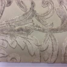 Натуральная ткань с бархатной набивкой и растительным орнаментом, На светлом фоне ветви и листья бежевого оттенка, Ширина 1,40, Bosco, col 31, Итальянский каталог ткани для штор.