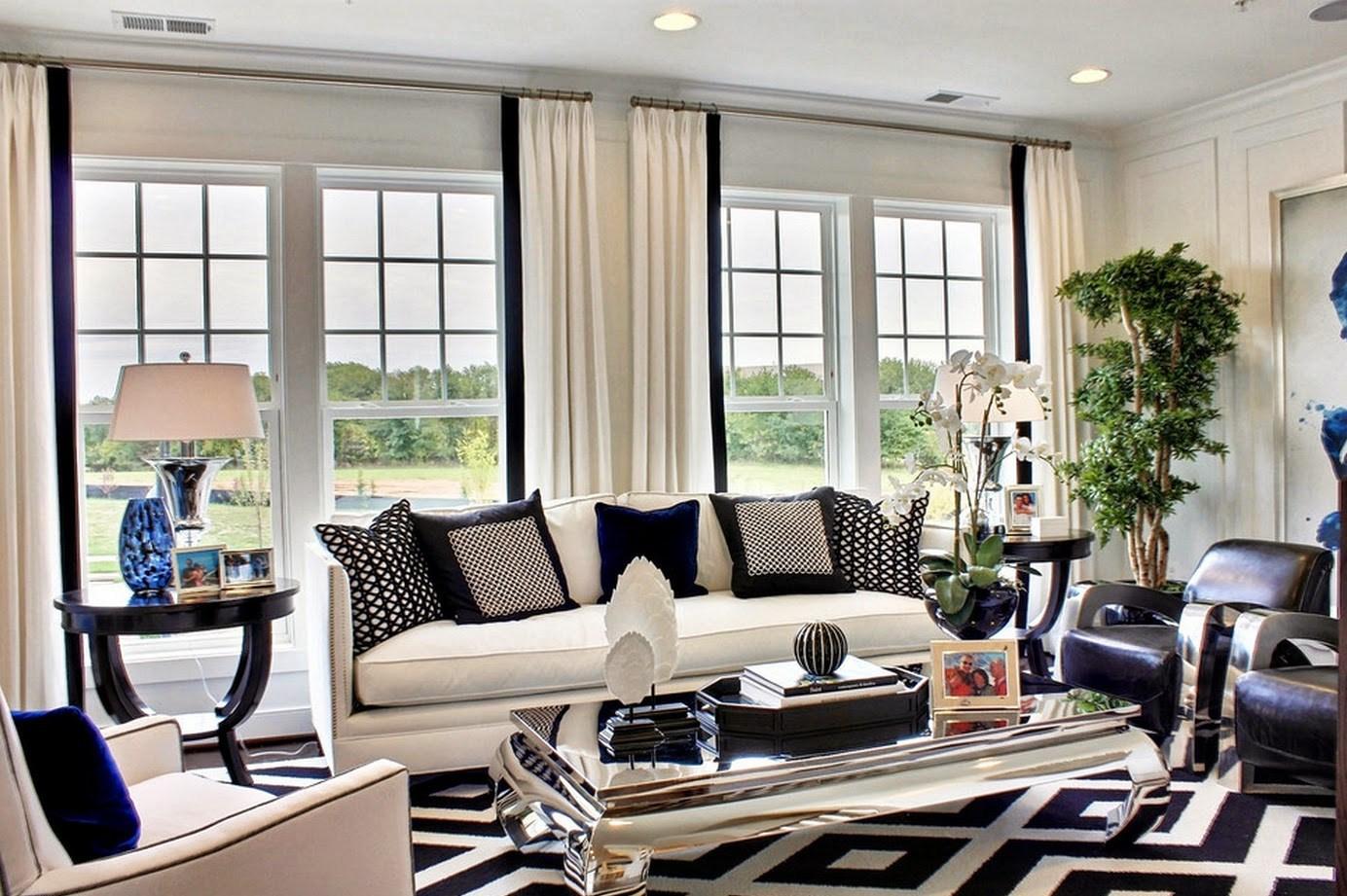 Белые шторы с черными полосами