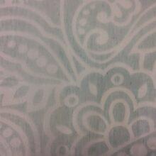 Тюлевая ткань из тонкого батиста с ажурным кружевным орнаментом