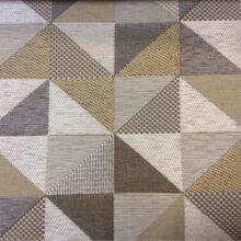 Ткань — треугольники в бежевых, серых и коричневых тонах