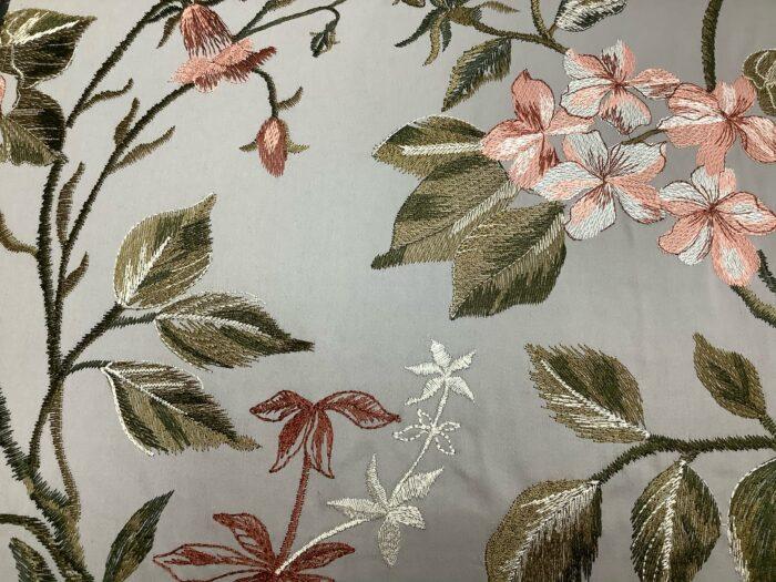 Портьерная атласная ткань с вышивкой из хлопка и вискозы с цветочками