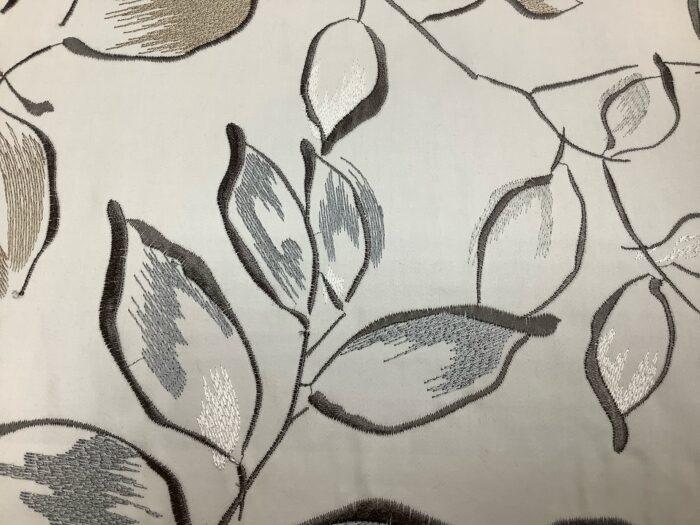 Портьерная атласная ткань с вышивкой из хлопка и вискозы беж