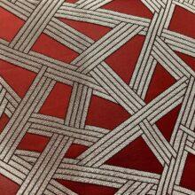 Портьерная атласная красная ткань премиум-класса с геометрическим рисунком