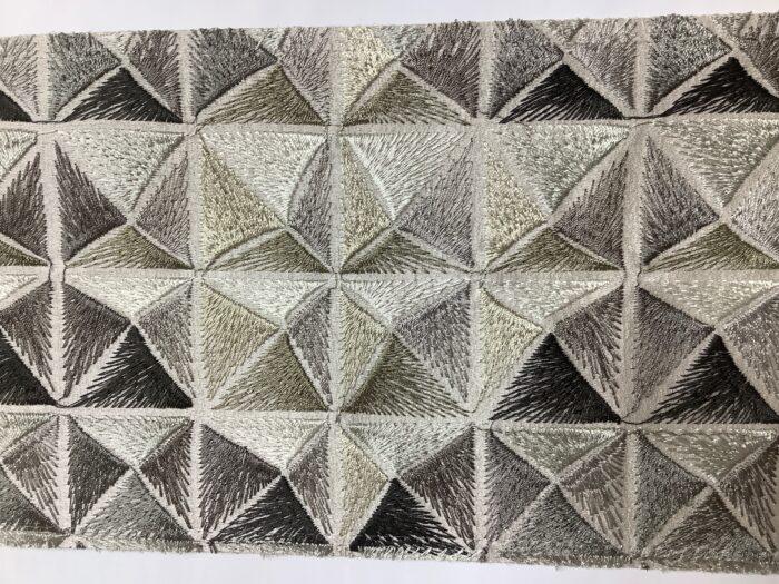 Портьерная атласная ткань с вышивкой премиум-класса в ванильных оттенках