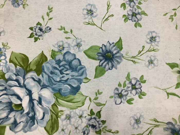Портьерная ткань из хлопка с цветочным орнаментом голубая