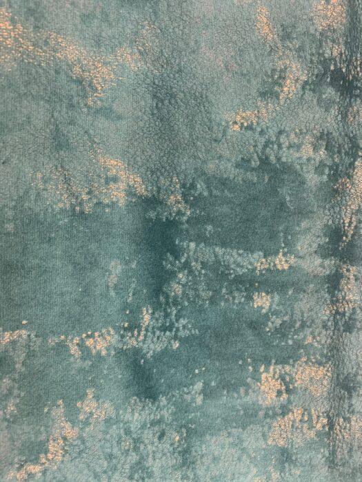Бархатная ткань в изумрудных оттенках  с золотистым напылением Бархатная ткань в изумрудных оттенках  с золотистым напылением