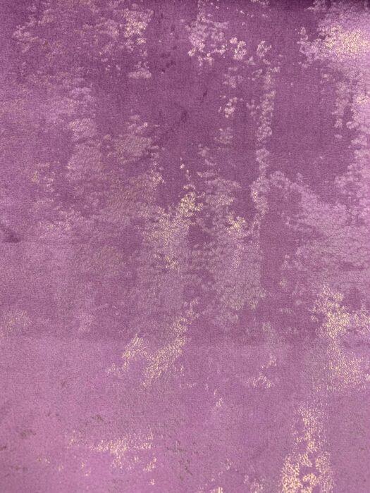 Бархатная ткань в сиреневых оттенках с золотистым напылением
