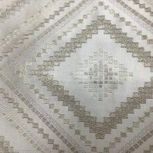 Портьерная жаккардовая ткань с геометрическим орнаментом в серебристо-ванильных оттенках