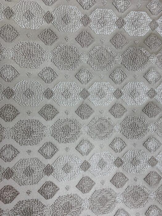 Ванильно-бежевая портьерная ткань с геометрическим орнаментом