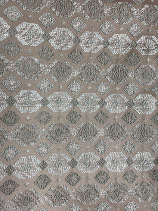 Испанская жаккардовая ткань с геометрическим рисунком
